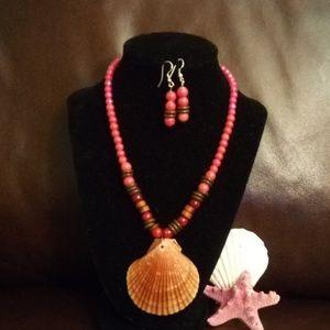 Jewelry - Womens Handmade seashell necklace set